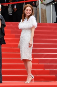 Julianne Moore in Chanel (Photo Credit: Vogue)