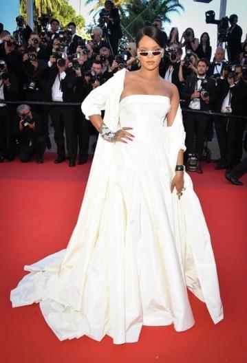 Rihanna in Dior (Photo Credit: Vogue)
