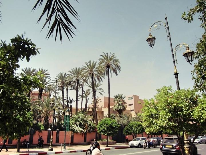 Marrakech-Photo-Diary-Journal-Belgian-Fashion-Travel-Blogger-Yves-Saint-Laurent-Maroc-Morocco-Jardin-Majorelle-Garden-street-exterieur-ville-rouge.jpg