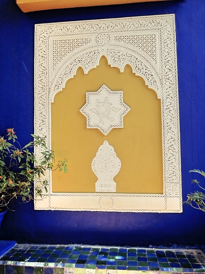 Marrakech-Photo-Diary-Journal-Belgian-Fashion-Travel-Blogger-Yves-Saint-Laurent-Maroc-Morocco-Jardin-Majorelle-Garden-wall-blue-bleu.jpg