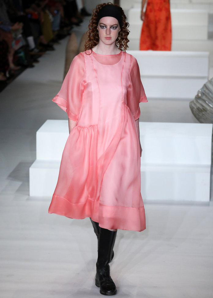 lfw-london-fashion-week-blogger-report-spring-summer-2018-ss18-fashionista-trends-names-infuencers-moments-models-think-pink-instyle.jpg