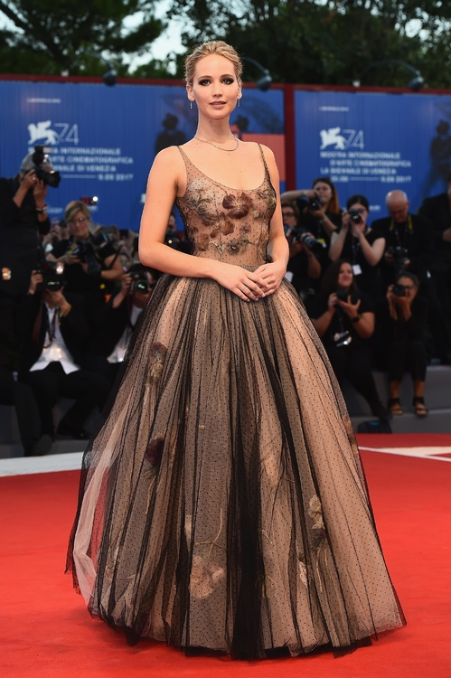 mostra-venise-venice-film-festival-red-carpet-arrivals-celebrity-style-gowns-gorgeous-dress-couture-haute-fashion-blogger-best-dressed-top-10-20-vogue-jewels-jewellery-ball-jennifer-lawr