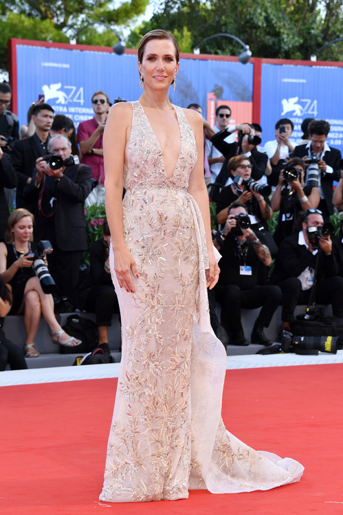 mostra-venise-venice-film-festival-red-carpet-arrivals-celebrity-style-gowns-gorgeous-dress-couture-haute-fashion-blogger-best-dressed-top-10-20-vogue-jewels-jewellery-ball-kristen-wiig-