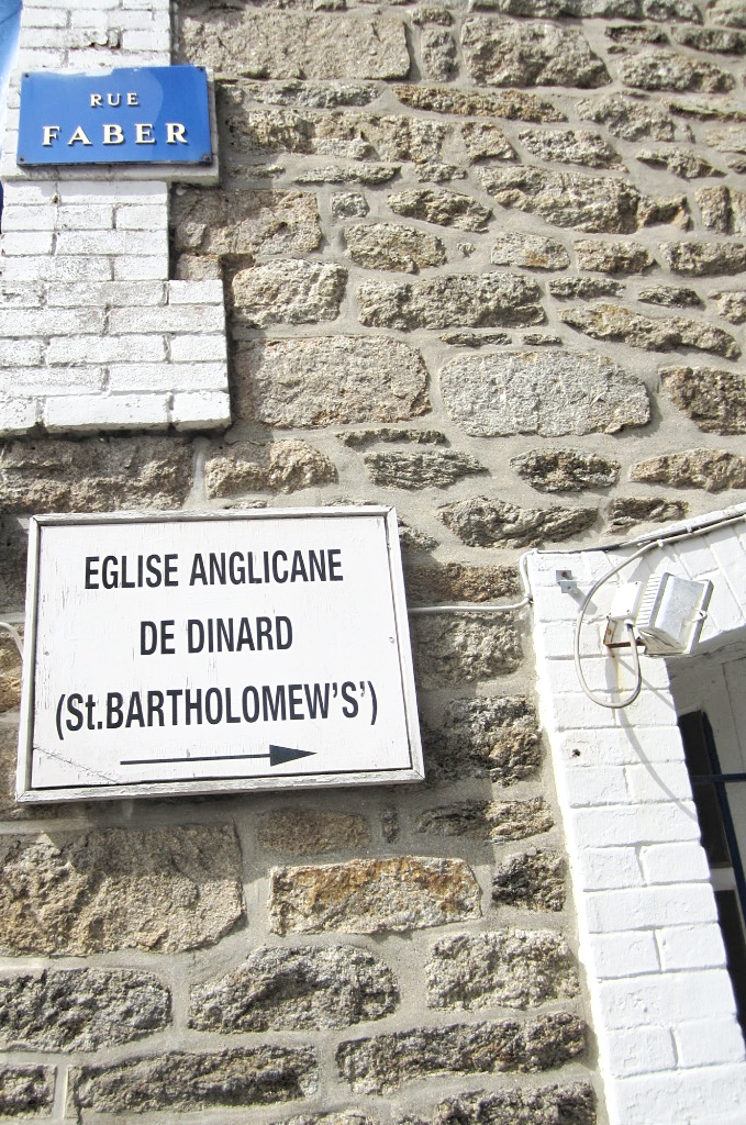 france-bretagne-brittany-beach-dinard-travel-blogger-fashion-belgian-photo-diary-eglise-anglicane-saint-bartholomew's.png