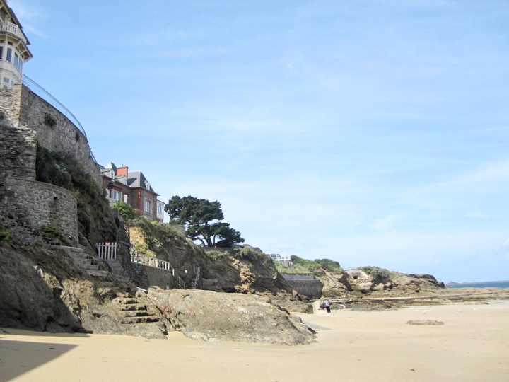 france-bretagne-brittany-beach-dinard-travel-blogger-fashion-belgian-photo-diary-sunny-plage.png