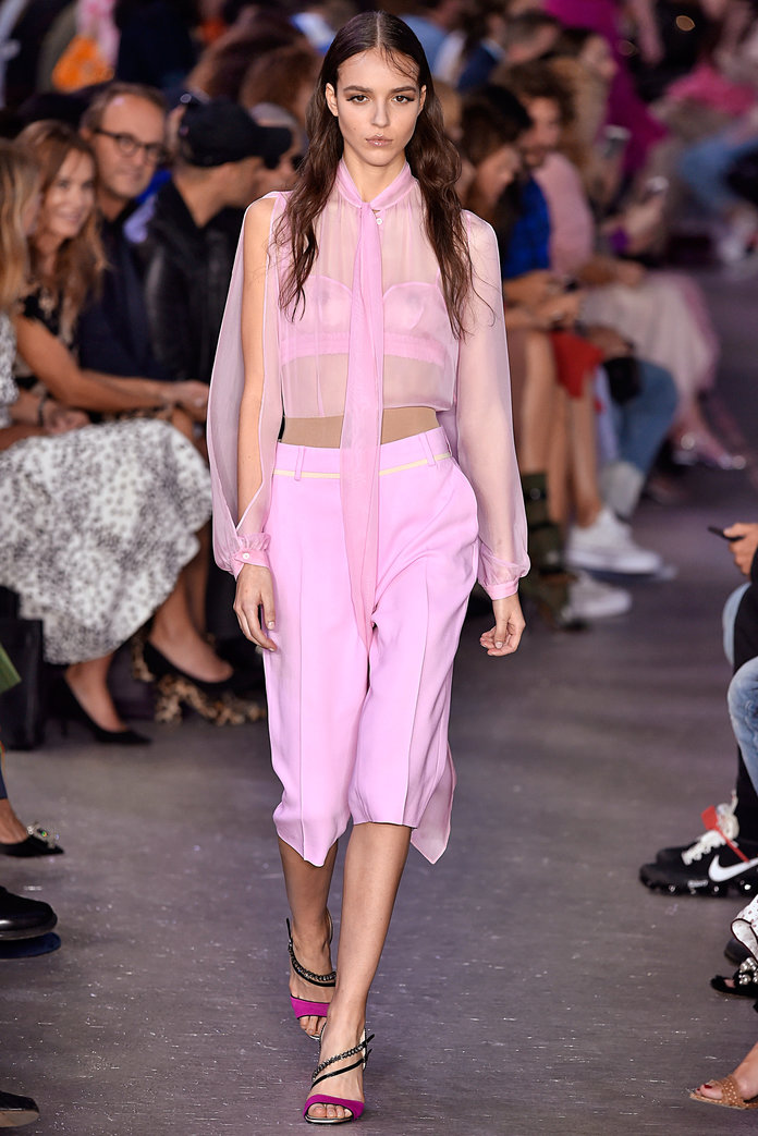 mfw-milan-italian-fashion-week-blogger-report-camera-nazionale-della-moda-italiana-spring-summer-2018-fashionista-trends-names-infuencers-moments-models-front-row-trends-more-pink-please.jpg