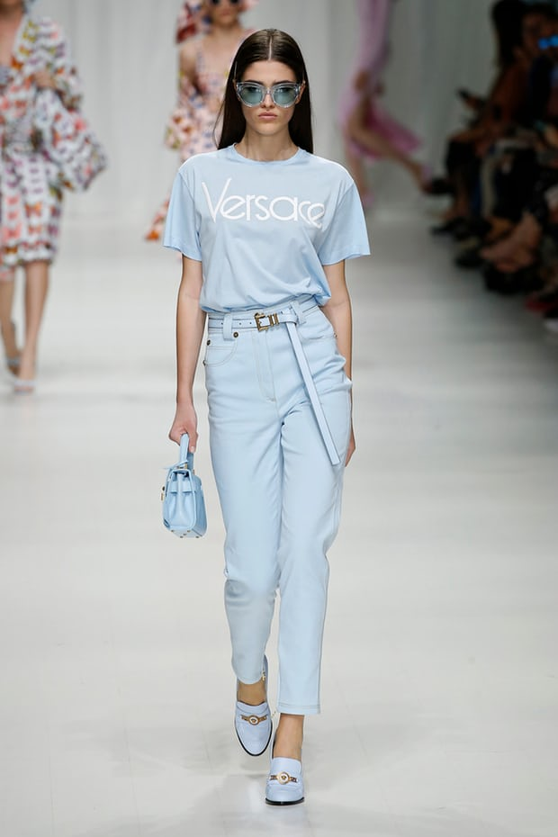 mfw-milan-italian-fashion-week-blogger-report-camera-nazionale-della-moda-italiana-spring-summer-2018-fashionista-trends-names-infuencers-moments-models-front-row-vamp-jeans-high-waisted-versace-the-guardian.jpg
