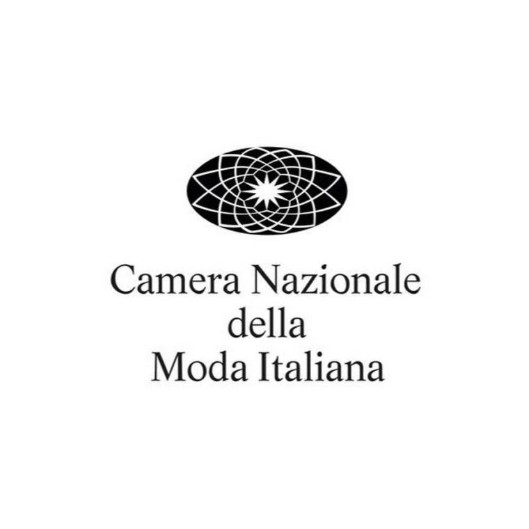 mfw-milan-italian-fashion-week-blogger-report-camera-nazionale-della-moda-italiana-spring-summer-2018-fashionista-trends-names-infuencers-moments-models-logo