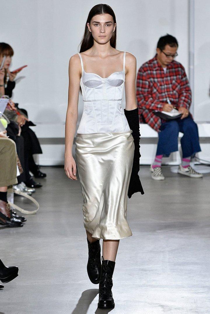 paris-fashion-week-pfw-spring-summer-2018-ss18-logo-report-trend-blogger-fashionista-belgian-bustier.jpeg