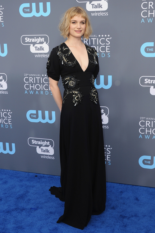 crtics-choice-awards-season-black-times-up-2018-feminist-equality-best-dressed-red-carpet-look-gorgeous-beautiful-actress-talented-strong-women-alison-sudol-miu-miu.jpg