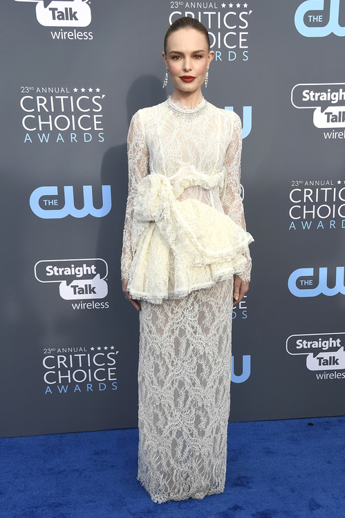 crtics-choice-awards-season-black-times-up-2018-feminist-equality-best-dressed-red-carpet-look-gorgeous-beautiful-actress-talented-strong-women-kate-bosworth-borck-stuart-weitzman.jpg