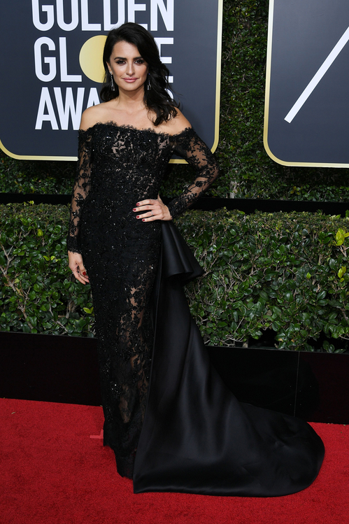 golden-globes-awards-season-black-times-up-2018-feminist-equality-best-dressed-red-carpet-look-gorgeous-beautiful-actress-talented-strong-women-penelope-cruz-ralph-and-russo-couture-atelier-swarovski-fine-jewelry.jpg