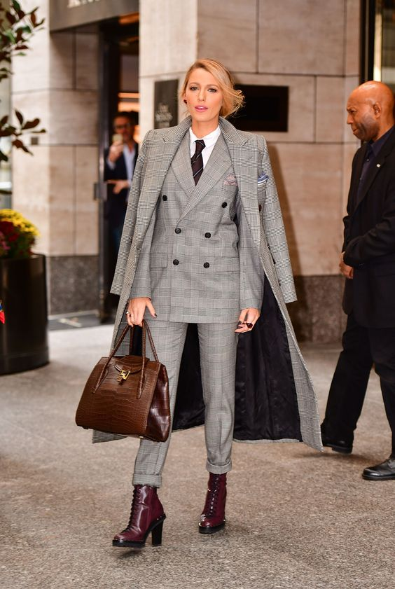 how-to-dress-work-appropriately-pinterest-sweater-weather-skirt-tights-long-coat-warm-cosy-fashion-blogger-stylish-checks-grey-suits-coat-blake-lively