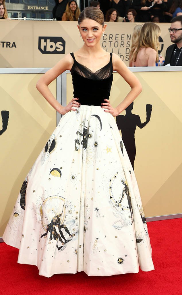 sag-awards-2018-red-carpet-fashion-blogger-celebrity-gowns-haute-couture-gorgeous-actresses-talented-hollywood-natalia-dyer-dior.jpg