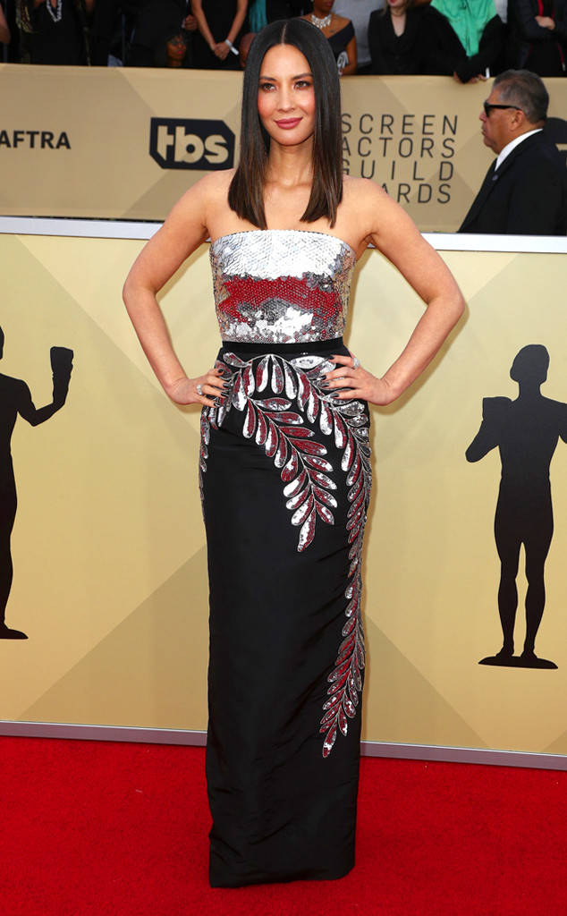 sag-awards-2018-red-carpet-fashion-blogger-celebrity-gowns-haute-couture-gorgeous-actresses-talented-hollywood-olivia-munn-oscar-de-la-renta.jpg