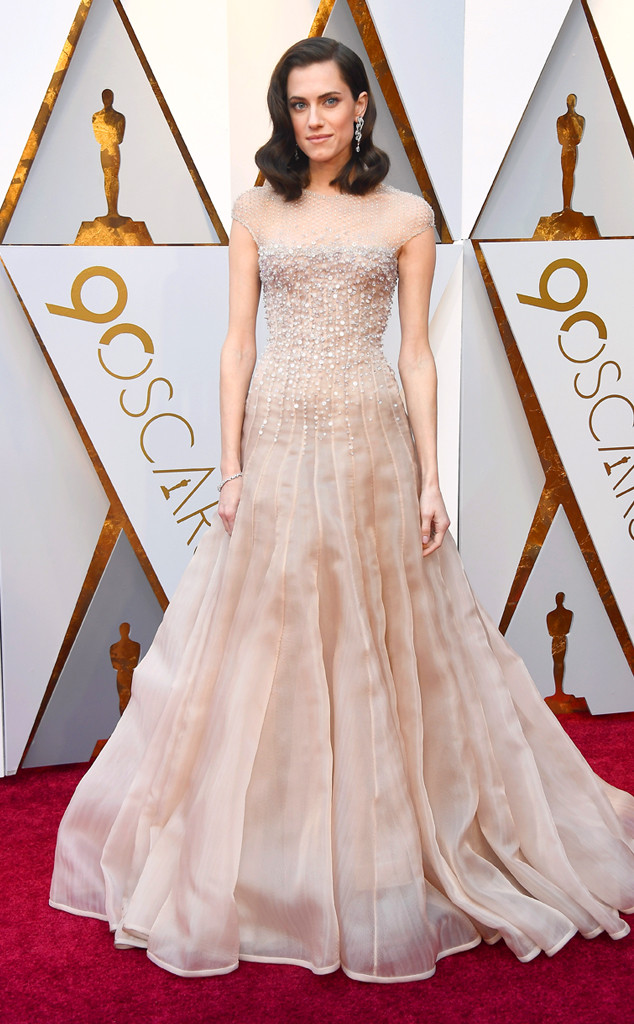 oscars-2018-academy-awards-red-carpet-best-dressed-celebrity-style-fashion-actresses-haute-couture-gorgeous-arrivals-glamour-hollywood-allison-williams-armani-privé