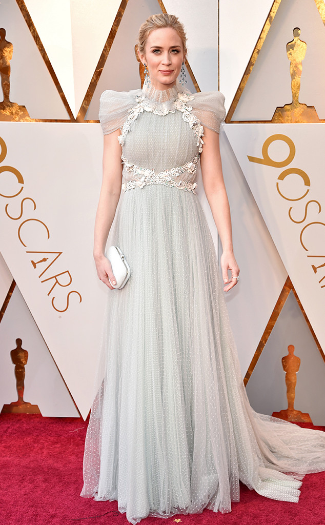 oscars-2018-academy-awards-red-carpet-best-dressed-celebrity-style-fashion-actresses-haute-couture-gorgeous-arrivals-glamour-hollywood-emily-blunt-schiaparelli