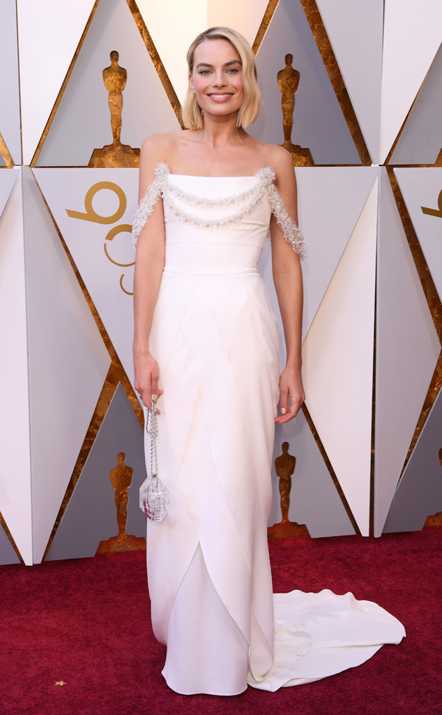 oscars-2018-academy-awards-red-carpet-best-dressed-celebrity-style-fashion-actresses-haute-couture-gorgeous-arrivals-glamour-hollywood-margot-robbie-chanel
