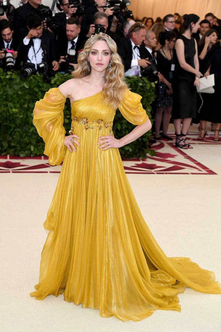met-gala-2018-best-dressed-costume-institute-new-york-metropolitan-museum-art-heavenly-body-fashion-catholic-imagination-vogue-amanda-seyfried-prada.jpg