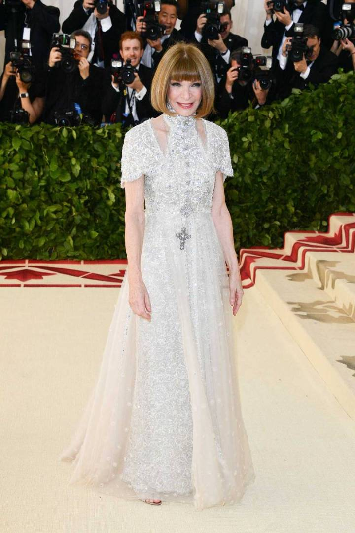 met-gala-2018-best-dressed-costume-institute-new-york-metropolitan-museum-art-heavenly-body-fashion-catholic-imagination-vogue-anna-wintour-chanel.jpg