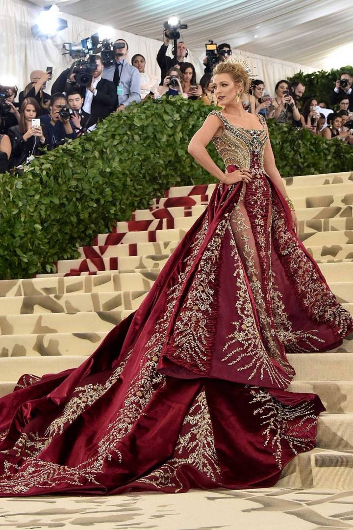 met-gala-2018-best-dressed-costume-institute-new-york-metropolitan-museum-art-heavenly-body-fashion-catholic-imagination-vogue-blake-lively-versace.jpg