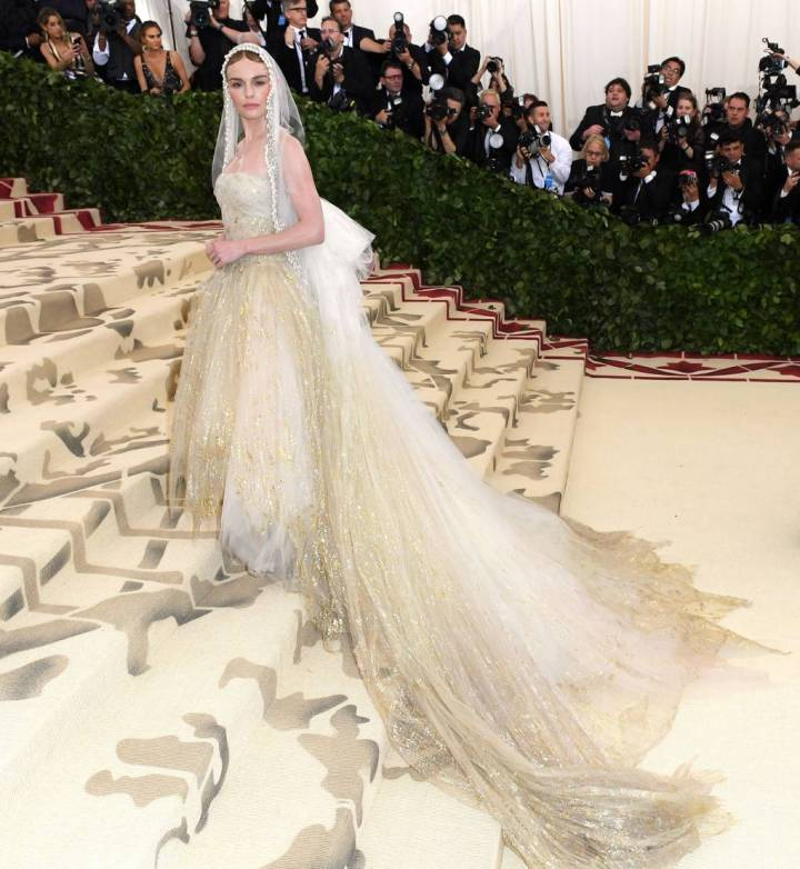 met-gala-2018-best-dressed-costume-institute-new-york-metropolitan-museum-art-heavenly-body-fashion-catholic-imagination-vogue-kate-bosworth-oscar-de-la-renta.jpg