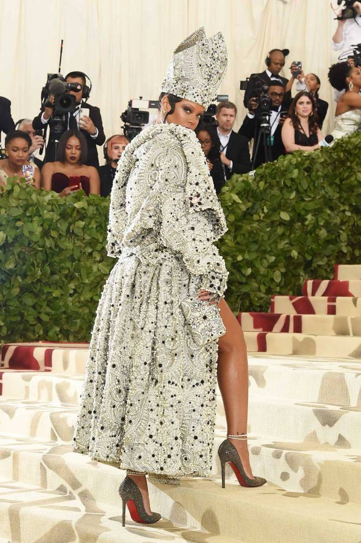 met-gala-2018-best-dressed-costume-institute-new-york-metropolitan-museum-art-heavenly-body-fashion-catholic-imagination-vogue-rihanna-maison-margiela-john-galliano.jpg