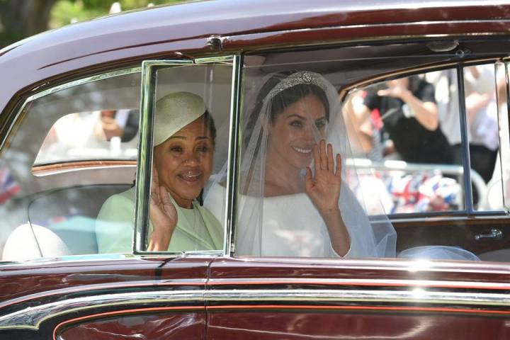 royal-wedding-prince-harry-meghan-markle-fairytale-british-family-windsor-castle-vogue-car-gloria-bride-mother.jpg