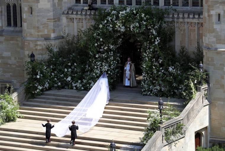 royal-wedding-prince-harry-meghan-markle-fairytale-british-family-windsor-castle-vogue-first-part-aisle-walking-bridesmaid-page-boys.jpg