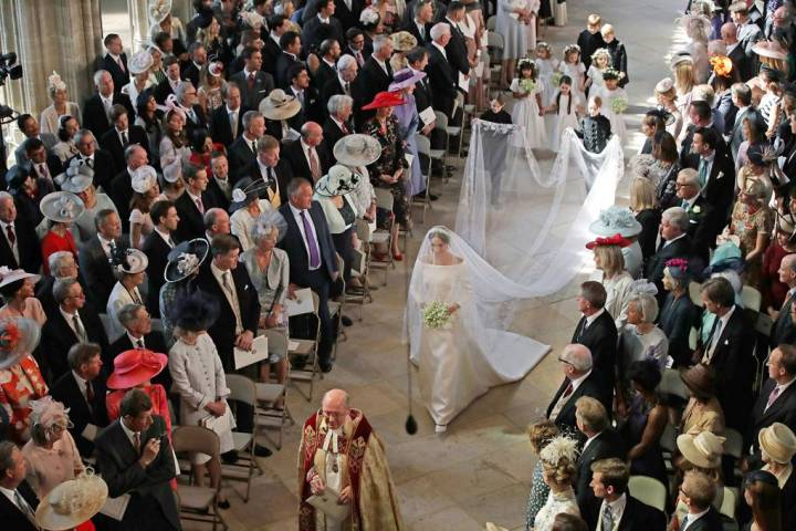 royal-wedding-prince-harry-meghan-markle-fairytale-british-family-windsor-castle-vogue-givenchy-clare-waight-keller-dress-bridal-procession.jpg