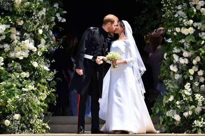 royal-wedding-prince-harry-meghan-markle-fairytale-british-family-windsor-castle-vogue-givenchy-clare-waight-keller-dress-bride-groom-kiss.jpg