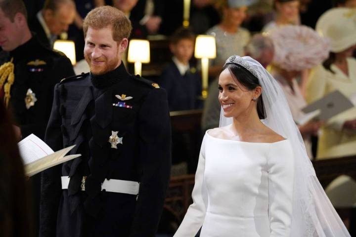 royal-wedding-prince-harry-meghan-markle-fairytale-british-family-windsor-castle-vogue-givenchy-clare-waight-keller-dress-ceremony.jpg