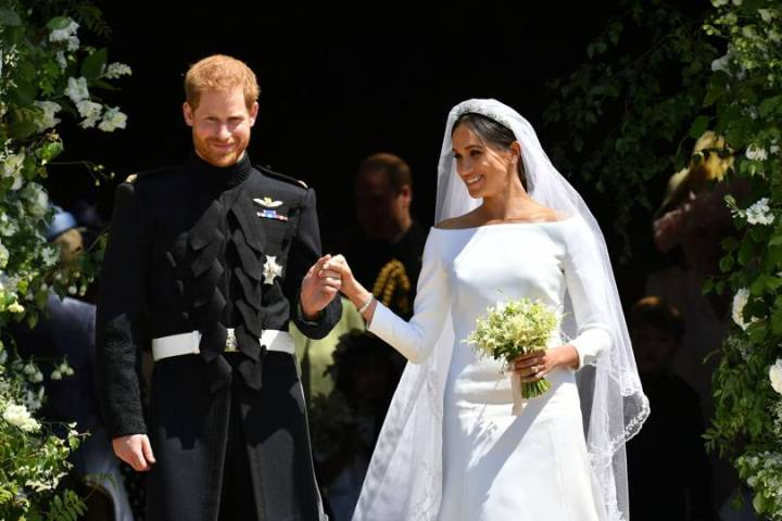 royal-wedding-prince-harry-meghan-markle-fairytale-british-family-windsor-castle-vogue-givenchy-clare-waight-keller-dress-duke-duchess-sussex.jpg