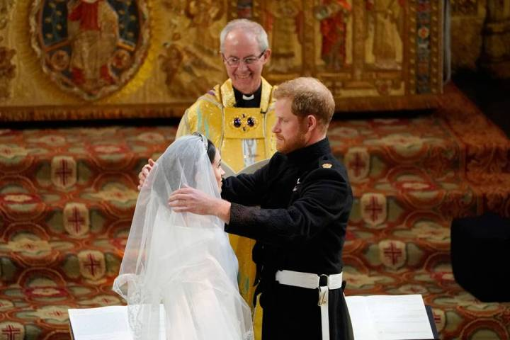 royal-wedding-prince-harry-meghan-markle-fairytale-british-family-windsor-castle-vogue-givenchy-clare-waight-keller-dress-lift-veil.jpg