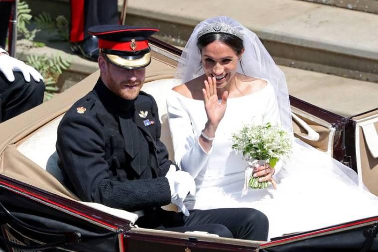 royal-wedding-prince-harry-meghan-markle-fairytale-british-family-windsor-castle-vogue-givenchy-clare-waight-keller-dress-loving-couple-depart-st-george-chapel.jpg