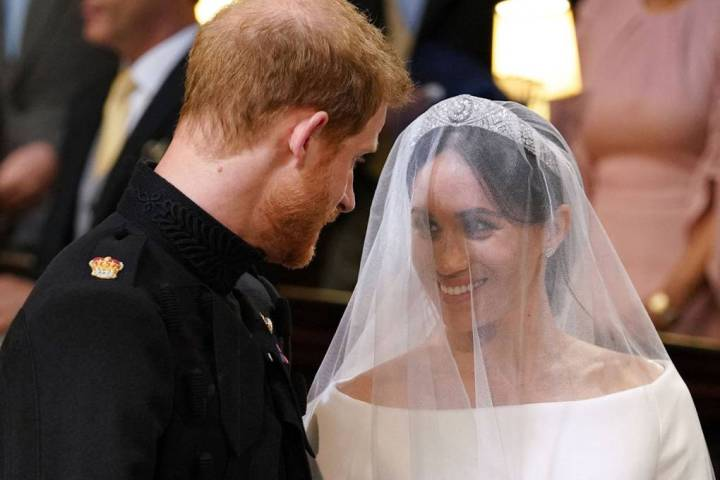 royal-wedding-prince-harry-meghan-markle-fairytale-british-family-windsor-castle-vogue-givenchy-clare-waight-keller-dress-loving-couple.jpg