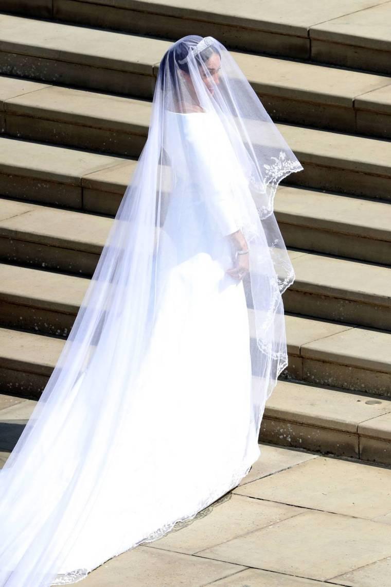 royal-wedding-prince-harry-meghan-markle-fairytale-british-family-windsor-castle-vogue-givenchy-clare-waight-keller-dress.jpg