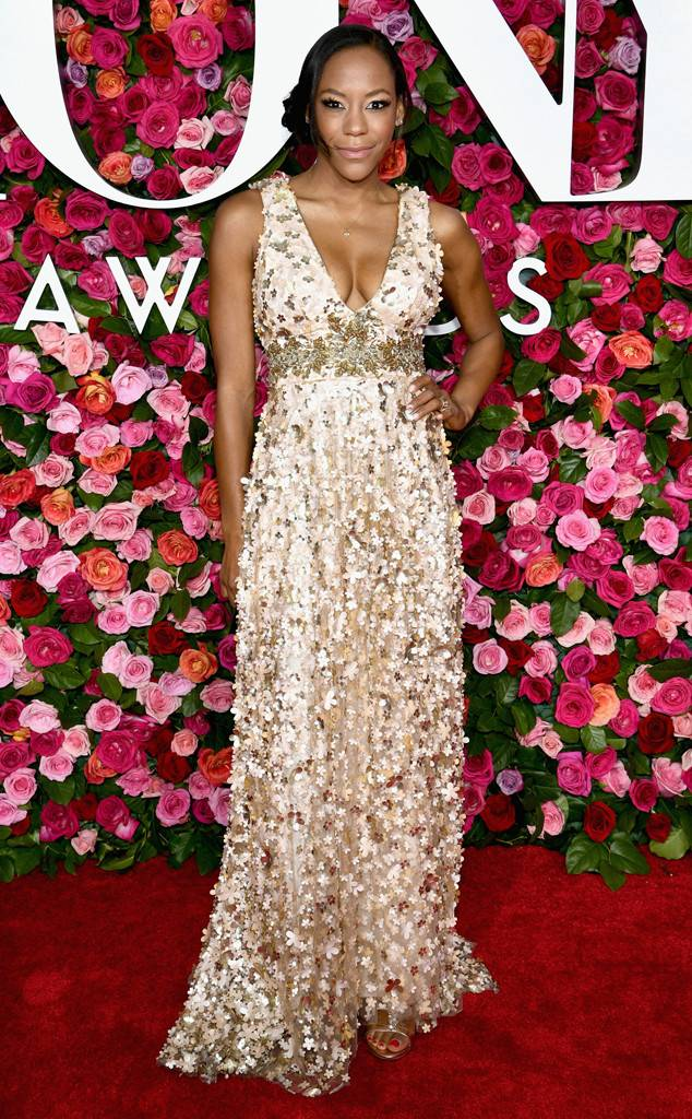 tony-awards-2018-red-carpet-arrivals-fashion-blogger-webzine-blogzine-celebrity-style-actrors-theater-live-eonline-nikki-m-james.jpg