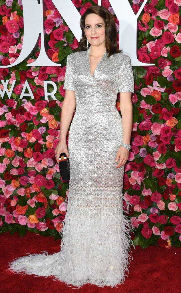 tony-awards-2018-red-carpet-arrivals-fashion-blogger-webzine-blogzine-celebrity-style-actrors-theater-live-eonline-tina-fey.jpg