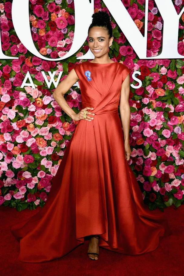 tony-awards-2018-red-carpet-arrivals-fashion-blogger-webzine-blogzine-celebrity-style-actrors-theater-live-independent-lauren-ridloff-jason-wu-silky-red-dress.jpg
