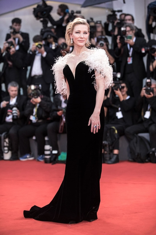 mostra-de-venise-filfestival-2018-red-carpet-fashion-best-dressed-gowns-awards-season-style-cate-blanchett-armani-privé-chopard-jewelry.jpg