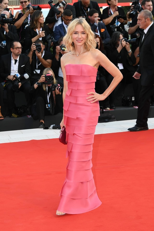 mostra-de-venise-filfestival-2018-red-carpet-fashion-best-dressed-gowns-awards-season-style-naomi-watts-armani-privé.jpg