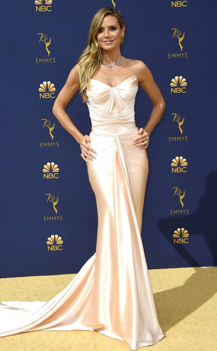 the-emmys-2018-red-carpet-fashion-best-dressed-gowns-awards-season-style-eonline-heidi-klum-zac-posen.jpg