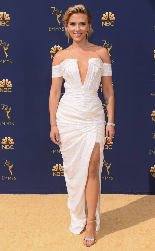 the-emmys-2018-red-carpet-fashion-best-dressed-gowns-awards-season-style-eonline-scarlett-johansson.jpg