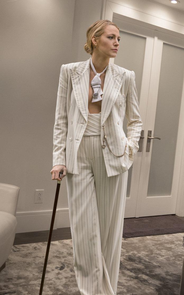a-simple-favor-movie-blake-lively-anna-kendrick-power-suits-style-fashion-sense-menswear-masculin-feminin-white-grey-cane-striped.jpg