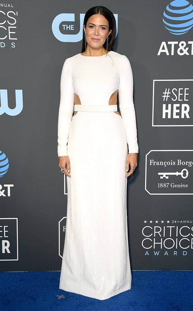 critics-choice-awards-2019-red-carpet-fashion-guilty-pleasure-movie-TV-star-celebrity-awards-season-eonline-mandy-moore-michael-kors.jpg
