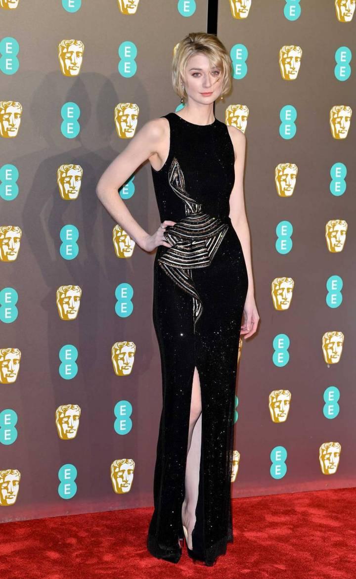bafta-film-awards-2019-red-carpet-awards-season-best-dressed-vogue-elizabeth-debicki-armani-privé.jpg