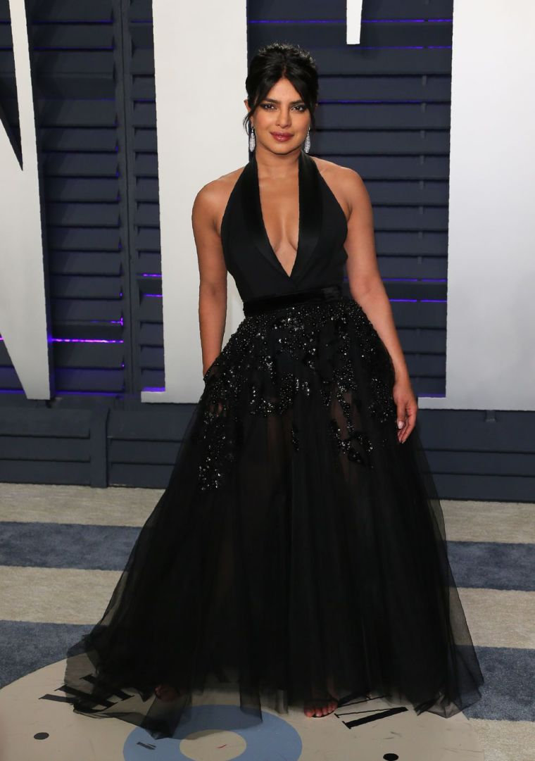 elle-vanity-fair-party-oscars-academy-awards-2019-red-carpet-arrivals-glamour-movie-star-celebrities-fashion-priyanka-chopra.jpg