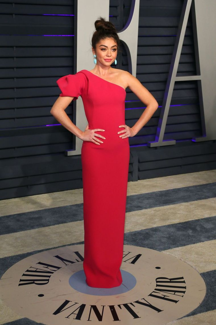 elle-vanity-fair-party-oscars-academy-awards-2019-red-carpet-arrivals-glamour-movie-star-celebrities-fashion-sarah-hyland.jpg