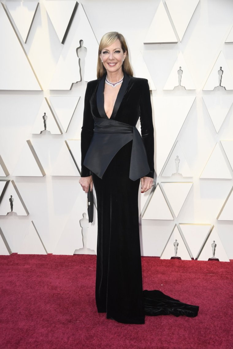 oscars-academy-awards-2019-red-carpet-arrivals-glamour-movie-star-celebrities-fashion-allison-janney-pamella-roland.jpg